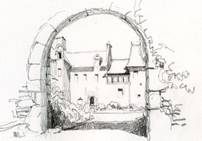 Porche en pierre à l'entrée du château de Brelidy